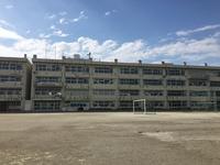 周辺環境:寺尾小学校(1300m)