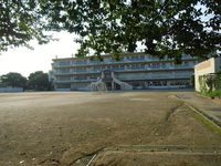 周辺環境:高階西小学校(900m)
