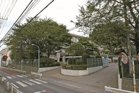 周辺環境:高階中学校(950m)